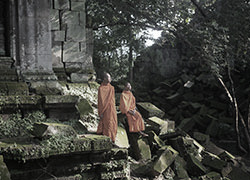 Monks at Beng Mealea hover