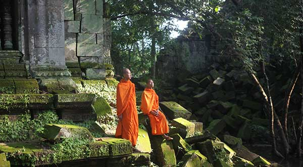 Photographing monks at Beng Mealea temple