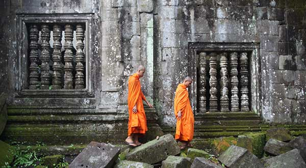 Monks Beng Mealea