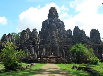 cambodia tour package - Bayon in the sunlight