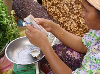 Woman handling money in a Cambodian market
