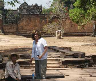Banteay Samre women traveler with guide