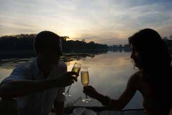 Honeymooners, Angkor Wat sunset