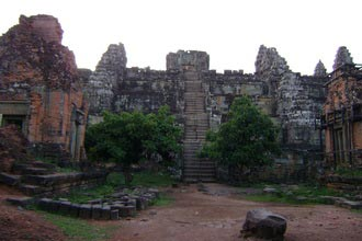 Phnom Bakheng. Travel around 8km from Siem Reap, Cambodia
