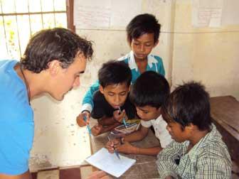 volontariato in cambogia - Seb Coles: ABOUTAsia membro dello staff e insegnante volontario