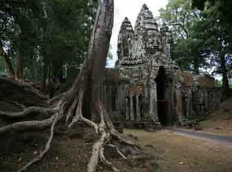 Entrance Gopura at Angkor Thom, Siem Reap.