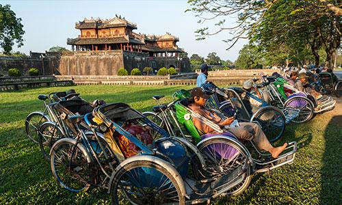Cyclo drivers infront Hue Citadel