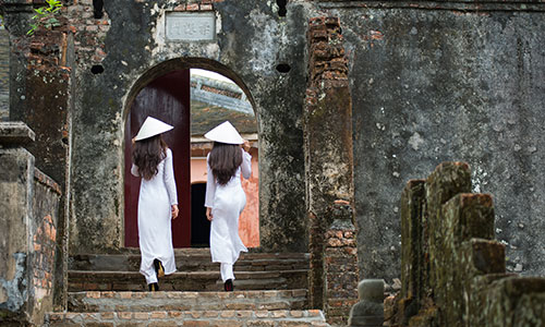 Hue, Girls with Ao-Dai